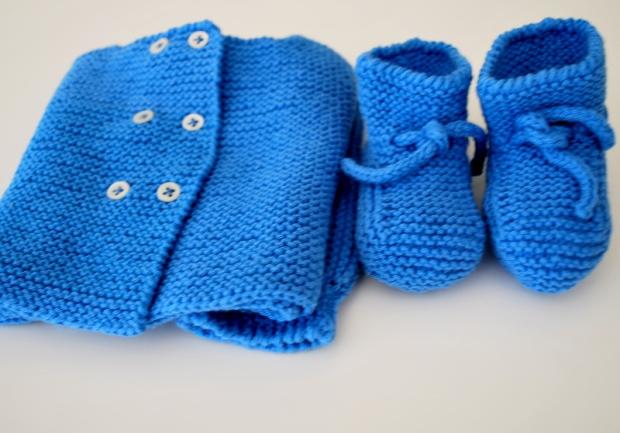 Conjunto de punto de primera puesta en azul pavo de algodón para bebé hecho a mano