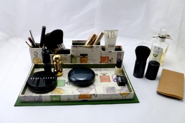 organizador de maquillaje de cartonaje hecho a mano