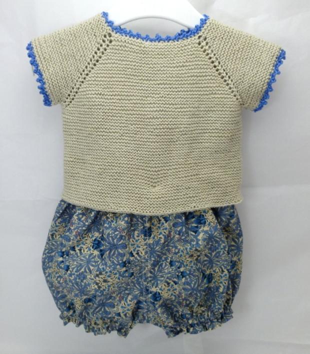 Conjunto jersey y culotte beige y azul hecho a mano