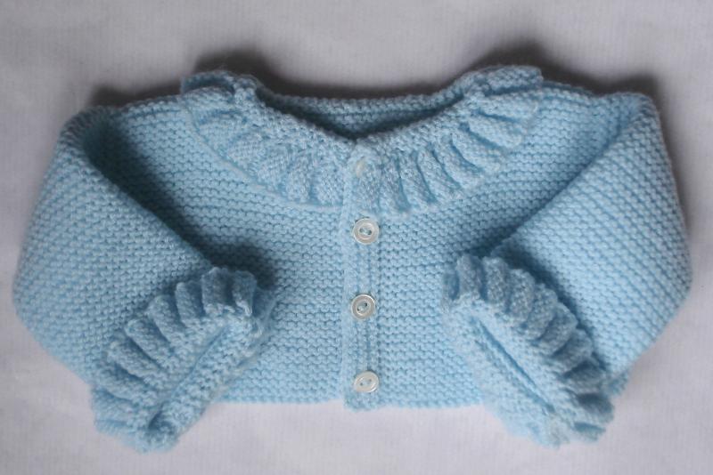 329c96ee5 jersey de primera puesta con ondas de lana en azul bebe hecho a mano
