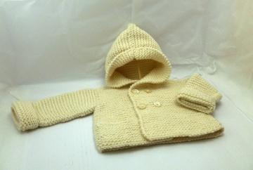trenca de bebe de lana hecha a mano