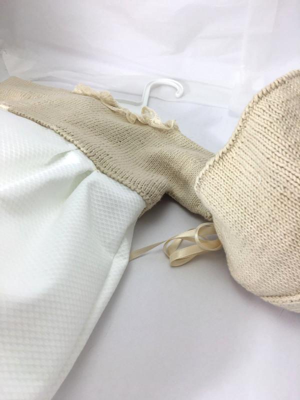 ranita-pique-beige-bautizo-detalle