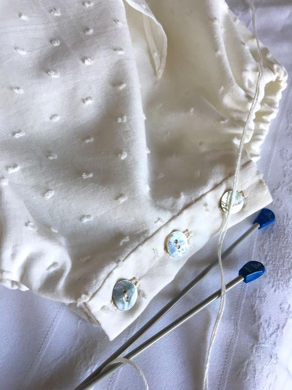 ranita de bautizo de plumeti y punto con patucos y capota hecho a mano